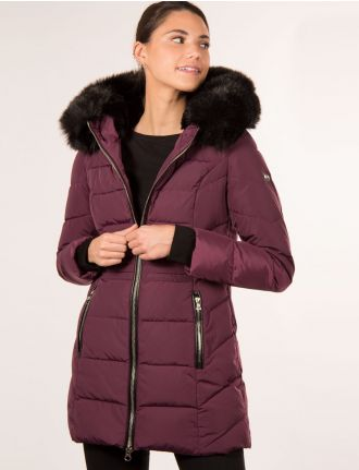 Long featherless quilted coat by Saki